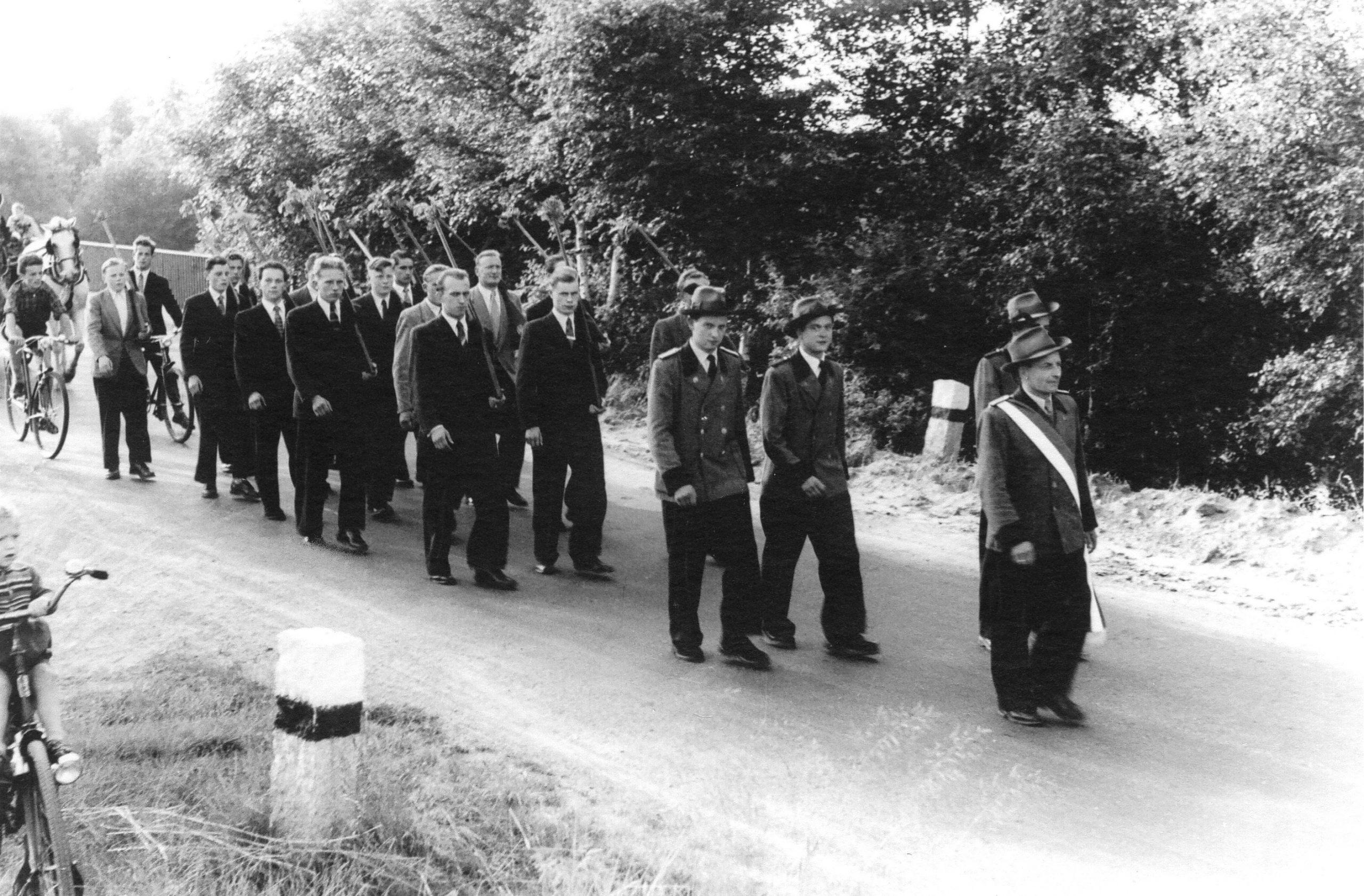 Marsch von der Waldklause zum Festgelände