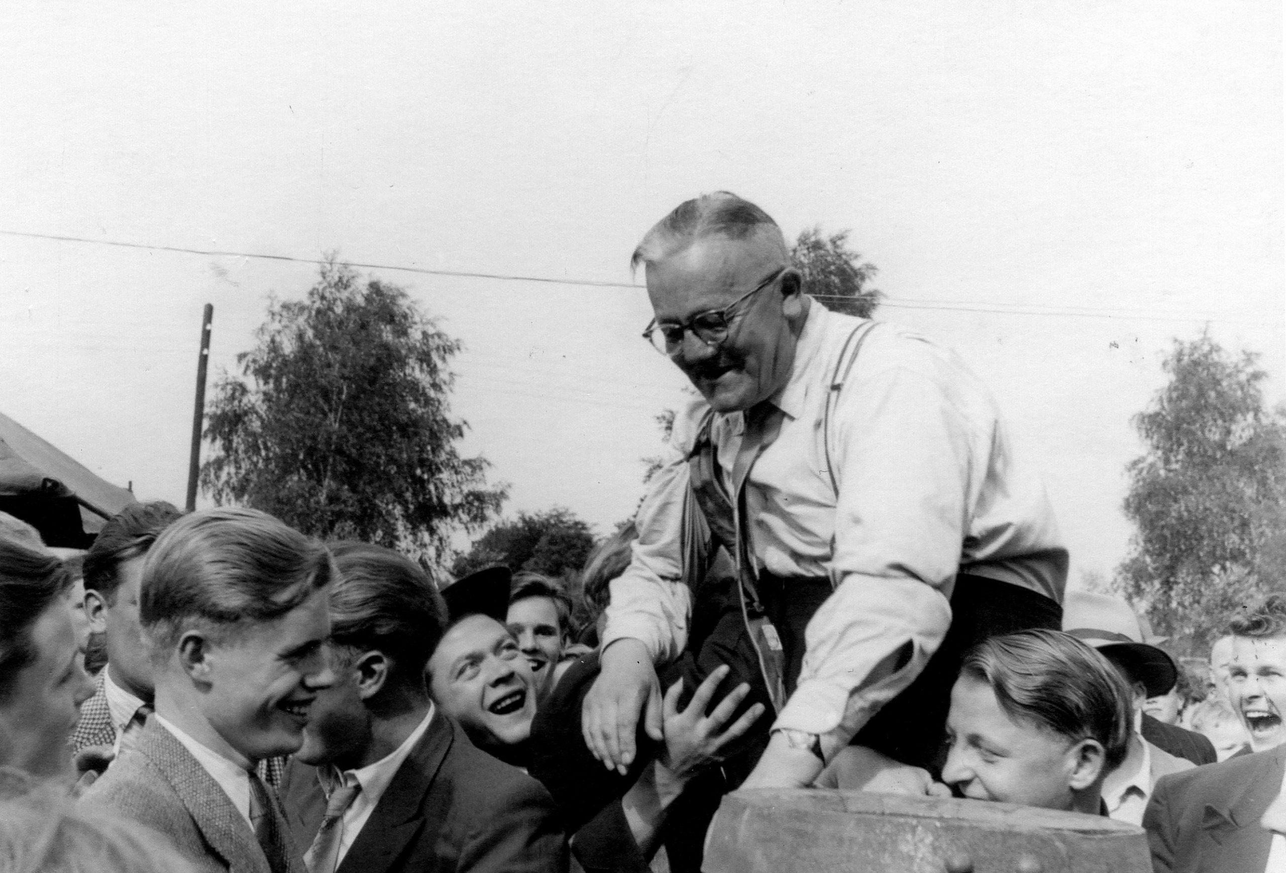 Heinrich Schlangenotto nach dem Königsschuss